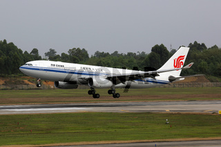 Air China Airbus A330-200 Flugzeug Flughafen Chengdu