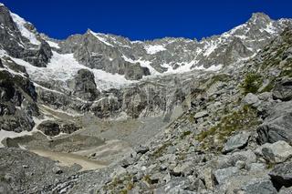 Hochalpines Kar unterhalb der Gipfel Mont Dolent, Val Ferret, Wallis, Schweiz