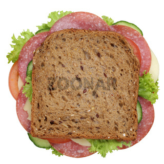 Sandwich Toast zum Frühstück belegt mit Salami Freisteller von oben