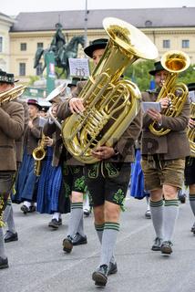 Oktoberfest in München mit Trachtenumzug
