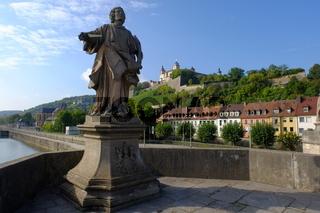 historische Altstadt mit Festung Marienberg in Würzburg, Unterfranken, Bayern, Deutschland