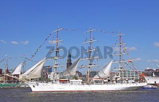 Dar Mlodziezy bei der Auslaufparade vom 827. Hamburger Hafengeburtstag 2016; Impressions of the 827th Birthday of the Port of Hamburg 2016, last day, Germany