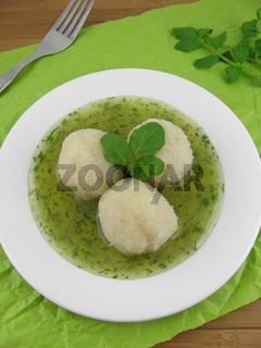 Gekochte Kartoffelknoedel und Brunnenkresse-Sosse