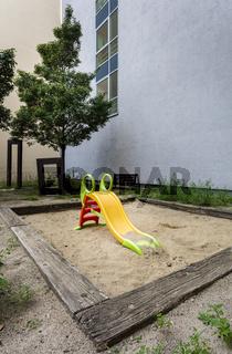 verwahrloster Kinderspielplatz