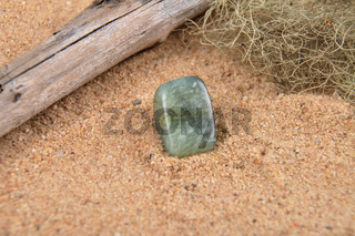 Moosachat am Strand - Moss agate on beach