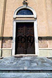 italy  lombardy     the milano  door closed brick    pavement