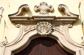church door    italy  lombardy   column  the milano  shell