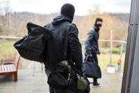 Zwei Einbrecher flüchten mit Beute