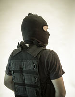Killer, man armed with shotgun and bulletproof vest