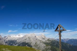 Kreuz und Zugspitze in den Bayerischen Alpen