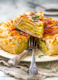 Cut French pot pie with potatoes.