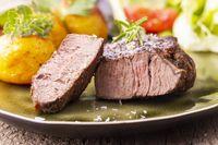 gegrilltes saftiges Steak auf dem Teller