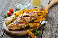 Grilled chicken breast with rosemary potatoes