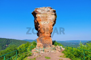 Burgruine Drachenfels im Dahner Felsenland - castle ruin Drachenfels in Dahn Rockland, Germany