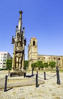 Roland statue, behind it ruin of Saint Nikolai, Zerbst/Anhalt, Saxony-Anhalt, Germany
