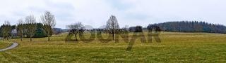 Panorama eines Golfplatzes im Burgenland im Frühling