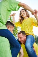 huckepack reiten als Teambuilding Übung