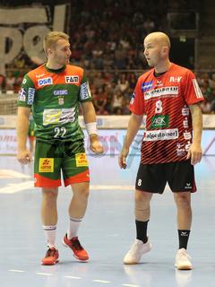 Daniel Pettersson (SC Magdeburg) und  Robert Weber ( HSG Nordhorn-Lingen) beim Liqui Moly HBL Punktspiel SC Magdeburg gegen HSG Nordhorn-Lingen Saison 2019/2020