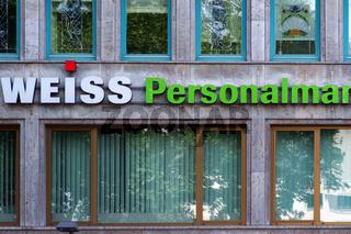 Bürohaus mit Logo Personalmanagement
