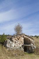 Stone hut on the Coe pass