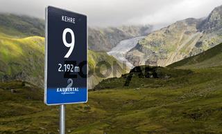 Anzeigetafel mit Höhenangabe und Nummer der Kehre auf der Kaunertaler Gletscherstrasse,Kaunertali