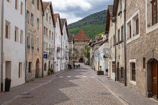 Kleine mittelalterliche Stadt Glurns im Vinschgau, Suedtirol
