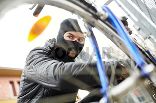 Schloss knacken beim Fahrraddiebstahl