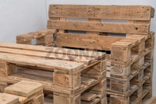 rustikale Möbel aus Holzpaletten - Nachhaltigkeit Vollholzmöbel Upcycling
