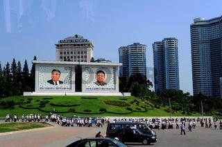 Pjoengjang, Nordkorea, Personenkult der ehemaligen Staatsfuehrer in Pjoengjang
