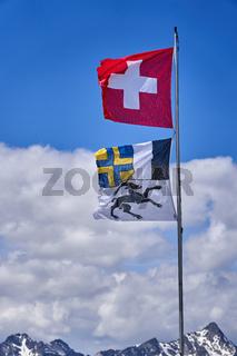 Flagge der Schweiz und vom Kanton Graubünden