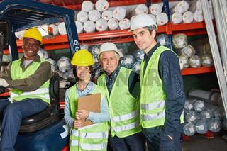 Logistik Arbeiter Team im Warenlager