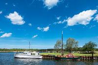 Boote im Hafen am Schnattermann bei Rostock