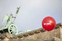 balloon infront of brandenburger tor