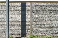 Markante moderne Mauer