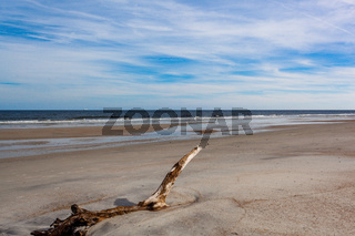 Beach Shore Water Coming in Sand Ocean Landscape Sunny Daytime Vacation Warm Tropical Weather Environment