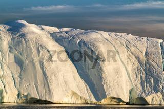 Eisberg in der Abendsonne