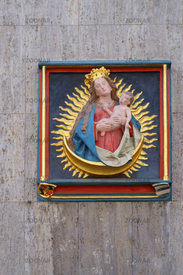 Relief Mother Mary with the Jesus child