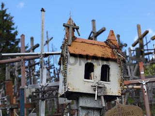 Nahaufnahme am Berg der Kreuze in Litauen