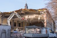 Demolition of a dilapidated residential complex with demolition excavators