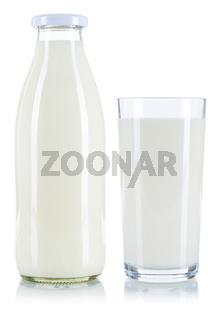 Milch Glas Flasche Milchglas Milchflasche freigestellt Freisteller isoliert