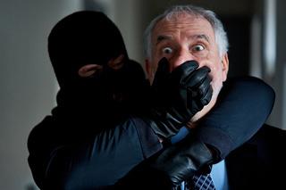 Räuber bedrohen Geschäftsmann bei Überfall