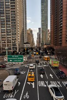 Strasse in New York City mit Verkehr