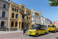 tourist bus, city tour, market place, Wismar, Mecklenburg-Western Pomerania, Germany, Europe