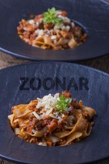 Tagliatelle mit Sauce Bolognese und Parmesan