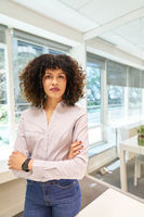 Junge Frau als selbstbewusste Karrierefrau