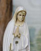 Statue of a praying woman