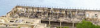 Ruine eines nicht fertiggestellen Industriebaus am Meer in Santa Maria di Leuca
