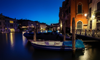 At night on grand canal