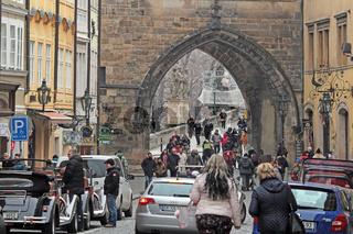 Durchgang zur Karlsbrücke in Prag