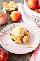 Peach crumble a la mode